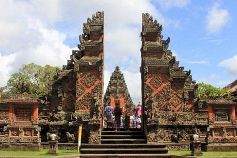 Batuan temple Top Bali Trip