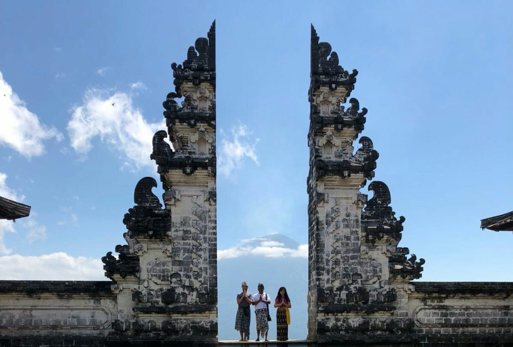 lempuyang temple heaven gates